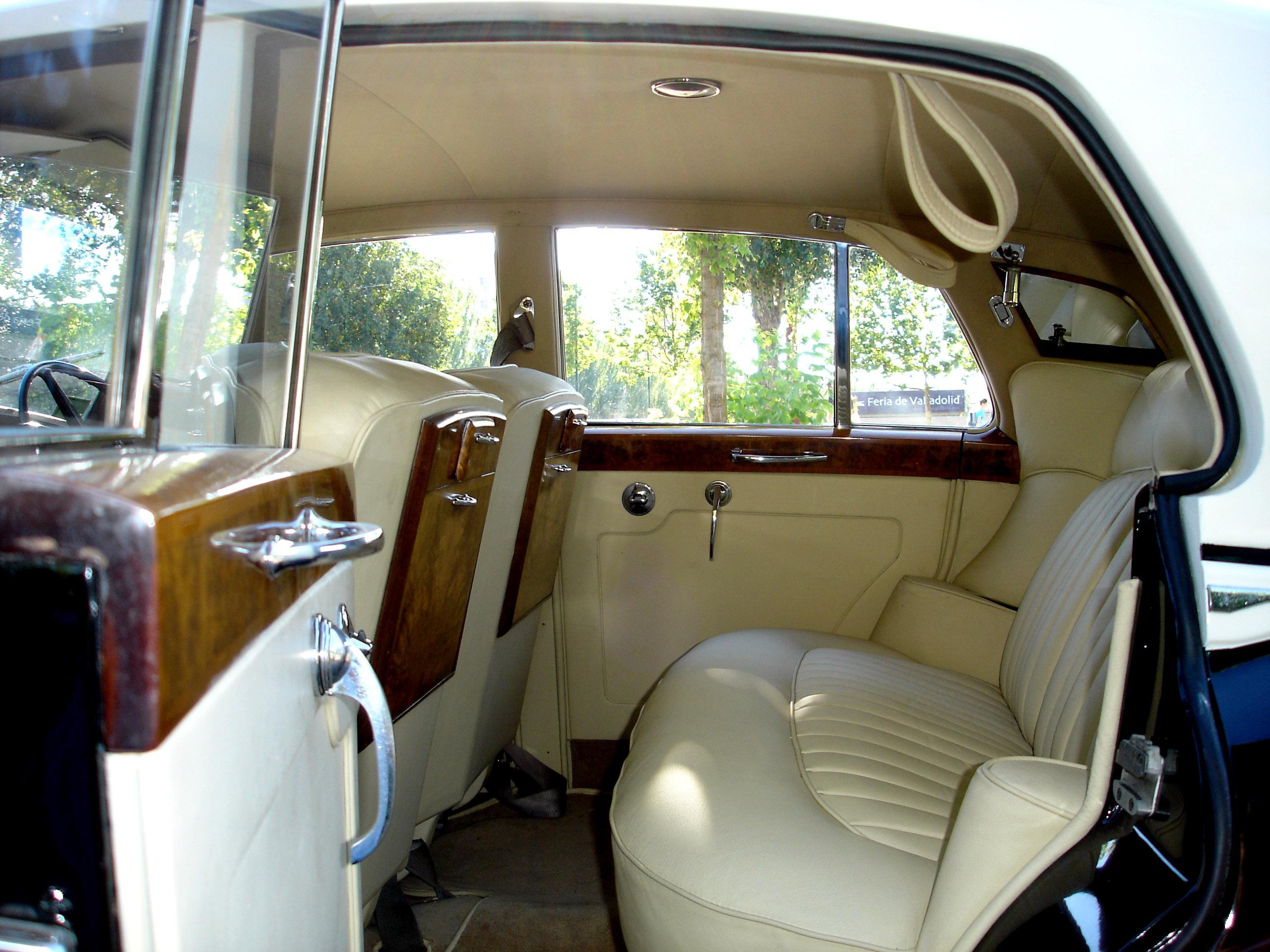 Interiores autos clasicos for Interiores clasicos