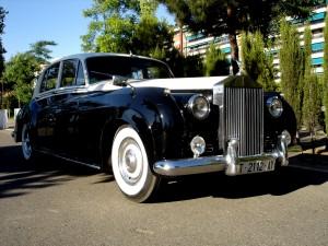 El clásico por excelencia en una boda: No es un coche, es un Rolls Royce